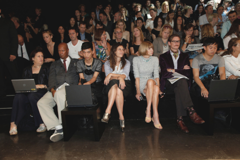 From left to right: Suzy Menkes, Suzy Menkes, Michael Roberts (Vanity Fair), Sally Singer (US Vogue), Anna Wintour, Hamish Bowles, and Tommy Ton (Jak and Jil). Image from bryanboy.com